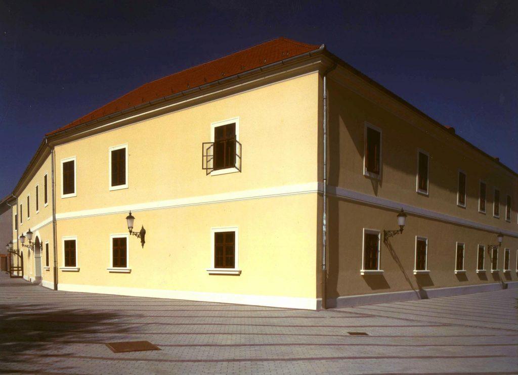 Market building in Gödöllő - with Építész Stúdió